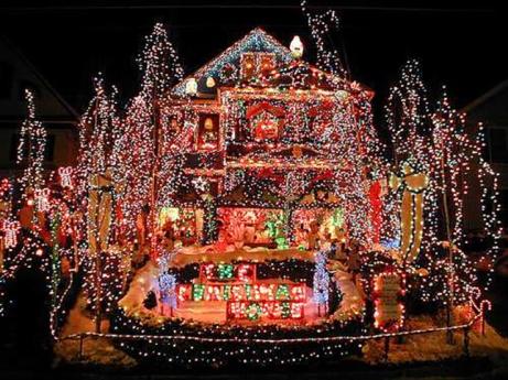 10-Christmas-House