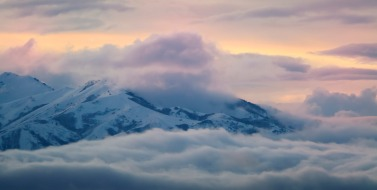 clouds-mountain-peaks-909191-wallpaper